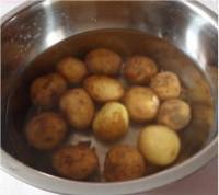 菠蘿醬汁咕嚕土豆球的做法圖解2