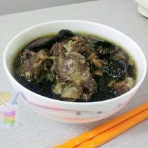 生地黑豆排骨湯