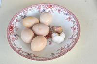 涼拌蒜泥雞蛋的做法圖解1