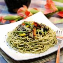 綠醬炒義麵