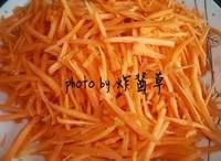 胡蘿卜炒肉絲的做法圖解1