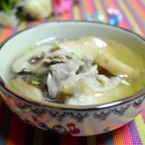 黑豬蹄膀菌菇湯的做法