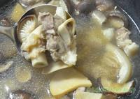 黑豬蹄膀菌菇湯的做法圖解6