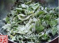 粉蒸芹菜葉的做法圖解1