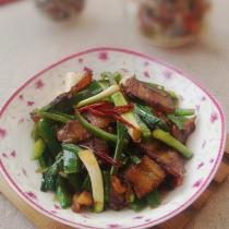 青椒蒜苗炒臘肉的做法