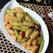 醬肉筍蘆炒螺旋麵