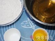蓮蓉蛋黃月餅的做法圖解1