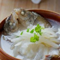 鮮魚蘿卜湯