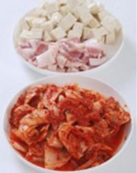 泡菜豆腐湯的做法圖解1