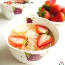 草莓銀耳雪梨甜湯的做法