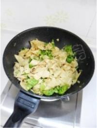 青椒炒乾豆腐的做法圖解12