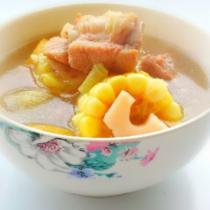 蓮藕玉米排骨湯