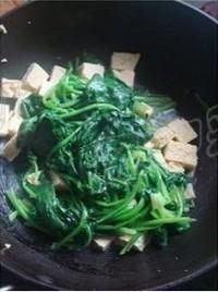 菠菜燉凍豆腐的做法圖解3
