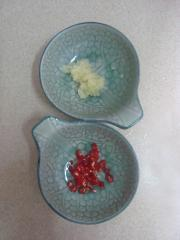 涼拌海蜇黃瓜塔的做法圖解4