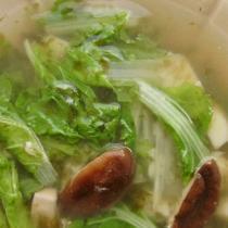 電鍋小白菜香菇豆腐湯