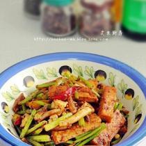 芹菜豆乾炒魷魚須的做法