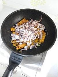 芹菜豆乾炒魷魚須的做法圖解12