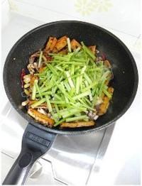 芹菜豆乾炒魷魚須的做法圖解14