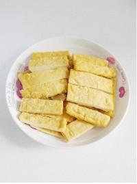 芹菜豆乾炒魷魚須的做法圖解3