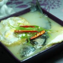 荷包蛋鯽魚濃湯