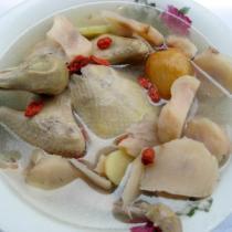 鮮土茯苓乳鴿湯