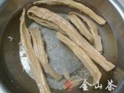 腐竹木耳拌黃瓜的做法圖解1