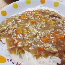 蘑菇雞肉醬澆頭麵