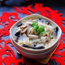 香菇燉雞麵