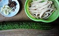 椒油黃瓜拌腐竹的做法圖解1