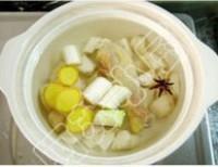 雞腿竹蓀山藥湯的做法圖解3