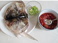 剁椒魚頭的做法圖解1