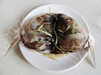 剁椒魚頭的做法圖解2