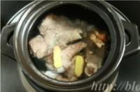 熬制白色大骨湯的做法圖解3