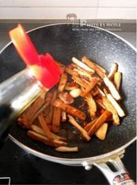 蒜苗辣炒醬香乾的做法圖解7