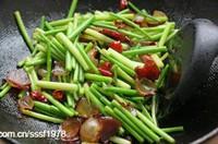 蒜苔炒臘肉的做法圖解6