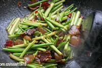 蒜苔炒臘肉的做法圖解8