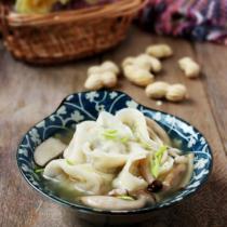 菌菇湯元寶水餃的做法