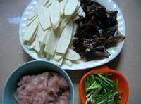 茭白木耳炒肉片的做法圖解1