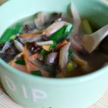 木耳溜菇肉丸湯