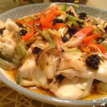 香辣豆豉蒸鱸魚的做法