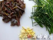 韭菜花炒鱔絲的做法圖解1