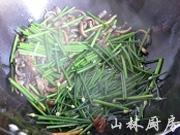 韭菜花炒鱔絲的做法圖解5