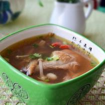 紫靈芝雞湯