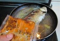 鯽魚燉萵苣的做法圖解8