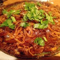 洋蔥羊肉炒麵