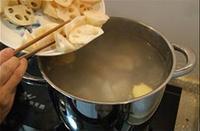 蓮藕腔骨湯的做法圖解16