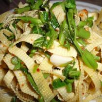 涼拌香椿豆腐皮的做法