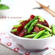 臘肉炒蘆筍的做法