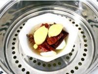 臘肉炒蘆筍的做法圖解1