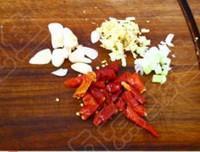 臘肉炒蘆筍的做法圖解3